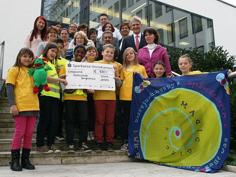 Landrat Michael Makiolla zeichnete die Pfalzschule mit dem Förderpreis Inklusive Schulentwicklung aus. (Foto: Kreis Unna)