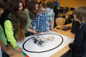 """Ein Roboter """"Made in Realschule Oberaden"""" im Praxistest"""