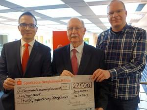 Spende der Sparkasse an den Stadtjugendring (.l.): Michael Krause, Karl-Heinz Chuleck und Christian Scharwey.