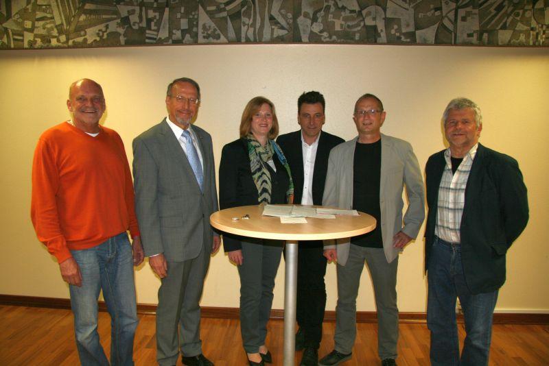 Podiumsdiskussion zur Bügermeisterwahl (v.l.): Heinz Mathwig, Roland Schäfer, Martina Plath, Michael Westerhoff, Thomas Grziwotz und Werner Engelhardt.