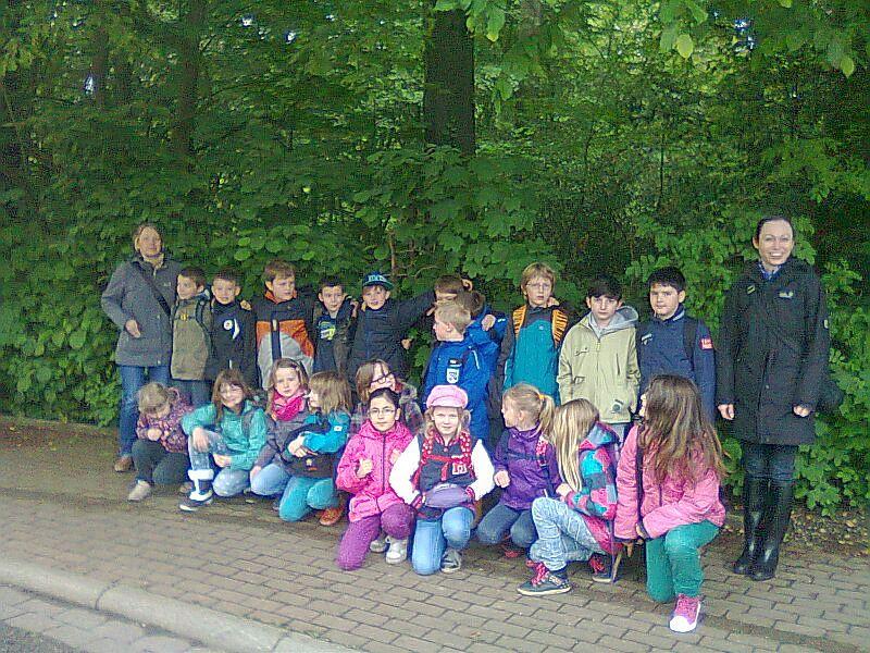 Die Klassen 4 a und 3 c sowie die Klassen 4 b  und  4 c  der Freiherr-von-Ketteler-Schule Rünthe besuchten mit ihren Klassenlehrerinnen die Waldschule Cappenberg.