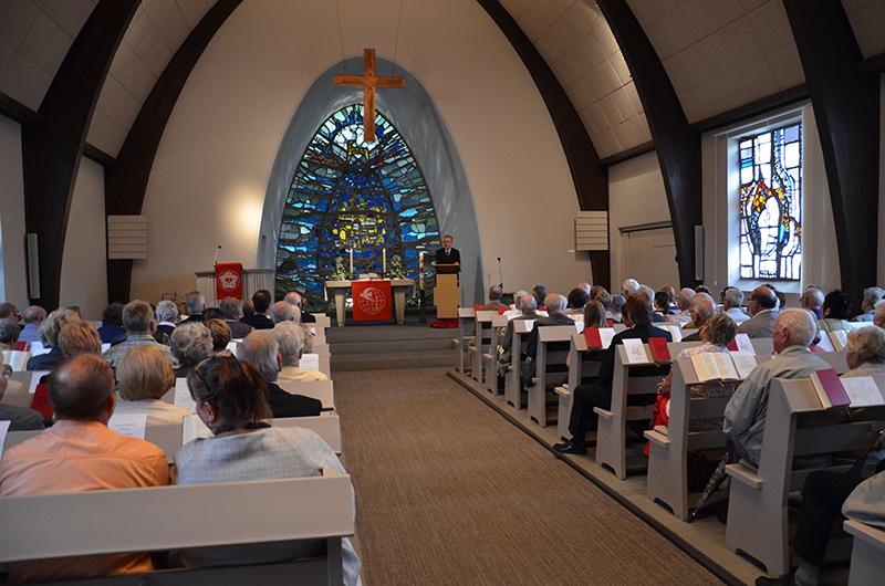 Volles Gotteshaus zum 60-Jährigen der Auferstehungskirche in Weddinghofen.