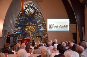 Bilder aus 60 Jahren sammelte der Männerdienst und verwandelte ihn mit einer Diashow in eine Zeitreise.