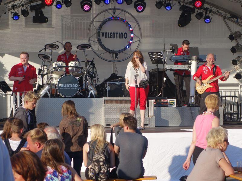 Die Coverband Valentino sorgte beim Auftakt des Hafenfests für Stimmung