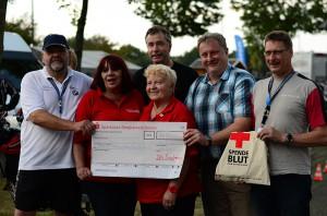 Spende für das Deutsche Rote Kreuz: Der Bikertreff unterstützt auch den guten Zweck. (Foto: Pia Dunkel)
