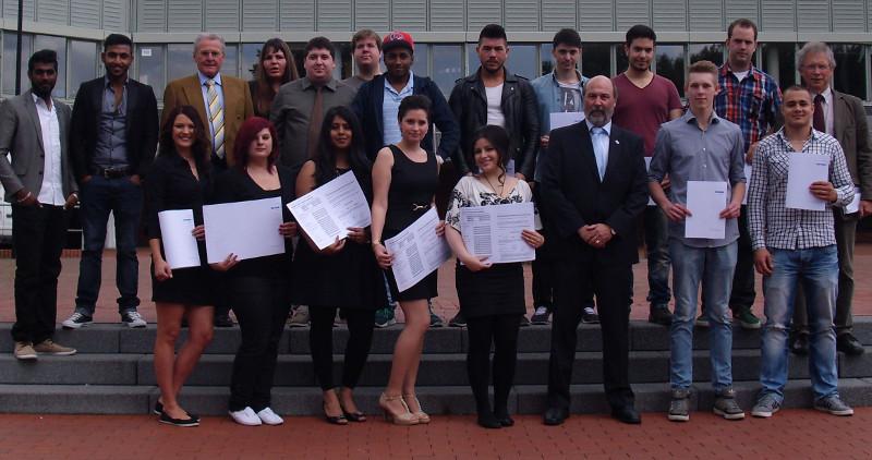 Schülerinnen und Schüler des Berufskollegs, die die Fachhochschulreife erworben haben.