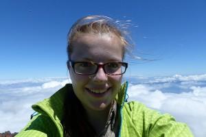 Jana Schäfer über den Wolken auf dem über 2351 Meter hohen Vulkan Ponta do Pico