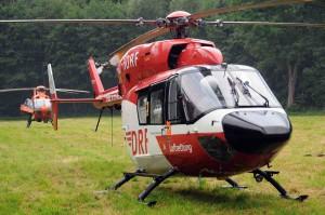 Auch zwei Rettungshubschrauber rasten zum Unfallort. Foto: Ulrich Bonke