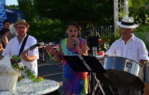 Klassiker und moderne Hits spielte die Mobile Band Janina zum Auftakt.