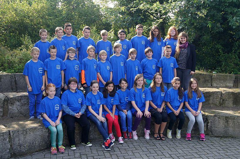 Die Klasse 5a mit Klassenlehrerin Katharina Deckers.
