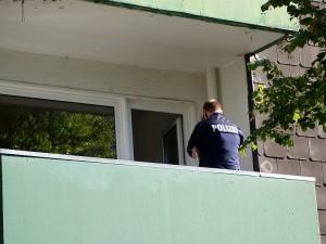 In dieser Wohnung im 1. Obergeschoss eines Mehrfamilienhauses an der Louise-Schröder-Straße sind Pappkartons in Brand geraten.