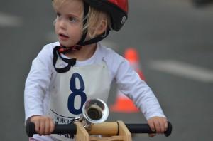 Das Publikum war für die Laufrad-Fahrer faszinierender als das Rennen selbst.