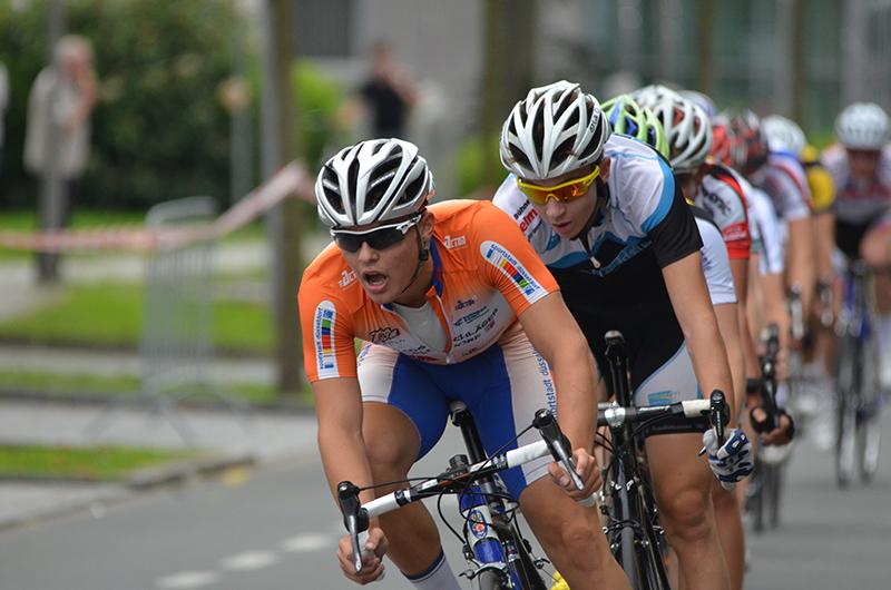 Rasante Radsport-Szenen boten sich den Fans an der Strecke.