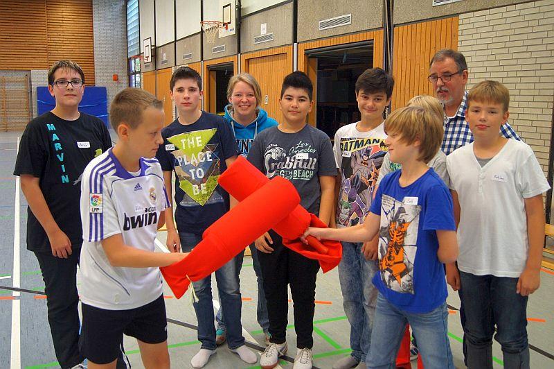Vertrauen und Tolerenz erfahren zurzeit die Schüler der 7. Klassen der Realschule Oberaden in Tagesseminaren mit Lehrer Ulrich Rentsch.