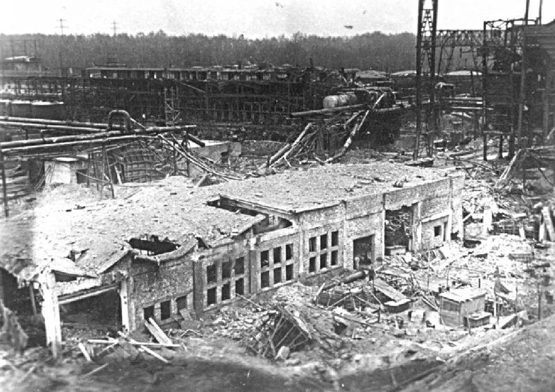 Die Chemischen Werke Bergkamen nach den Luftangriffen.