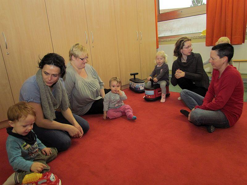 Pünktlich um 9 Uhr waren die ersten Teilnehmer der Eltern-Kind-Gruppe des Familientreffs in den neuen Räumen in der ehemaligen Pestalozzischule zur Stelle