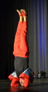 Kopfstand für die Yoga-Selbstfindung in harten Zeiten.