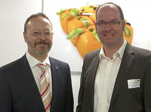 Martin Weber (l.), Präsident Lions Club BergKamen, und Dr. Oliver Bonkamp, Bio-Security Man-agement GmbH