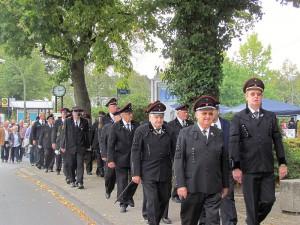 Die Knappen marschieren zum Tag des Bergmanns.