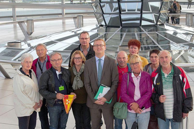 Ehrenamtliche von TuRa Bergkamen mit dem Bundestagsabgeordneten Oliver Kaczmarek.
