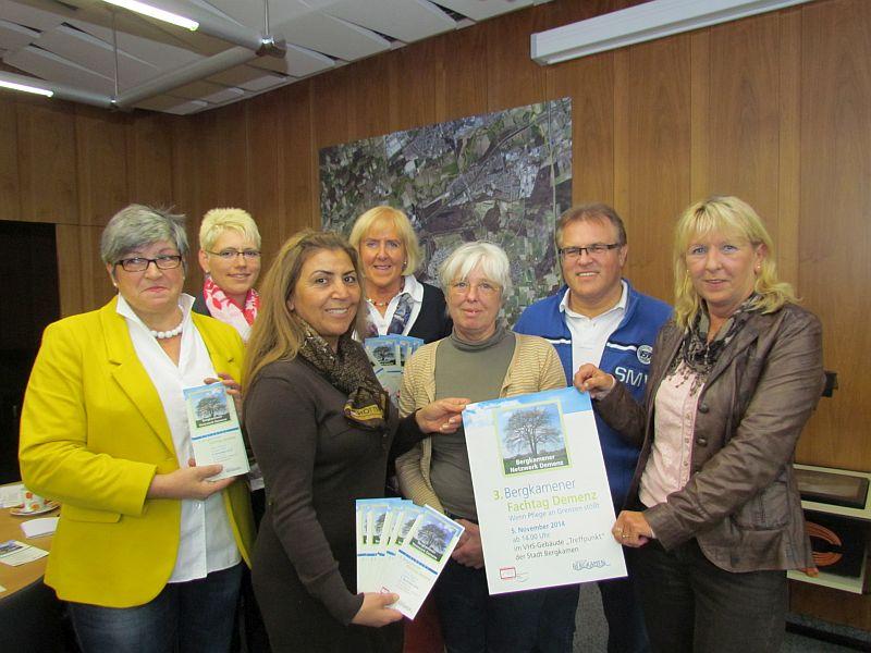 Inge Freitag (r.) vom Bergkamener Seniorenbüro und die Vertreterinnen verscheidener Institionen laden zum 3. Fachtag Demenz ein.