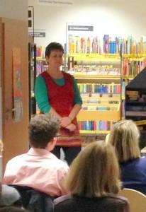 Michaela Joerss stellte in der Stadtbiblithek neue Bücher vor.