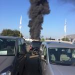 Schwarze Rauchsäule über der Aldi-Filiale. Foto: privat