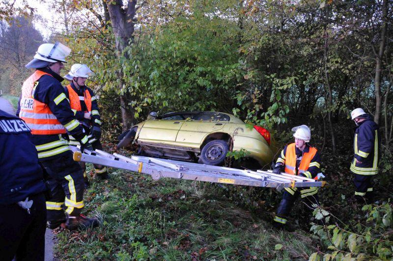 Zwei Schwerverletzte forderte der Unfall am Samstagmorgen auf der Werner Straße. Fotos: Ulrich Bonke