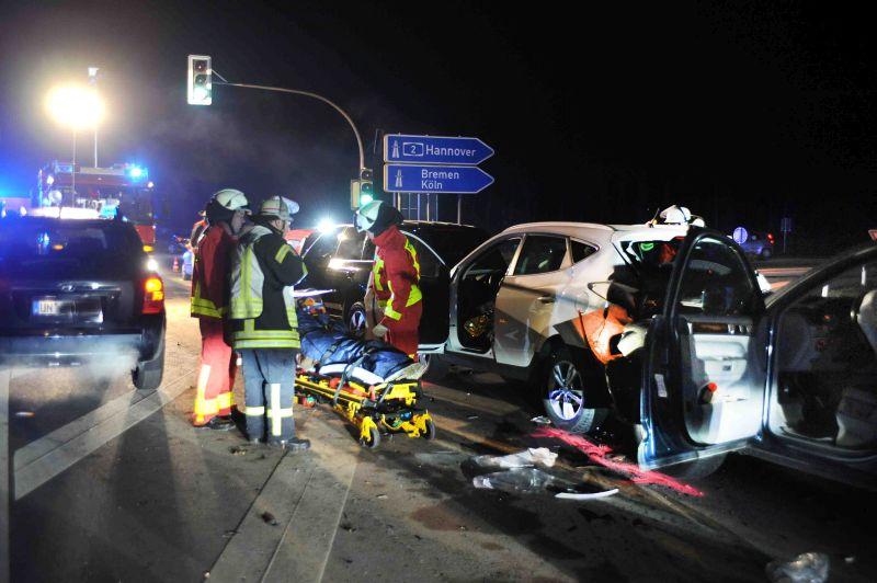 ViePersonen wurden am Samstagabend beim Unfall auf der Lünener Straße  verletzt. Fotos: Ulrich Bonke