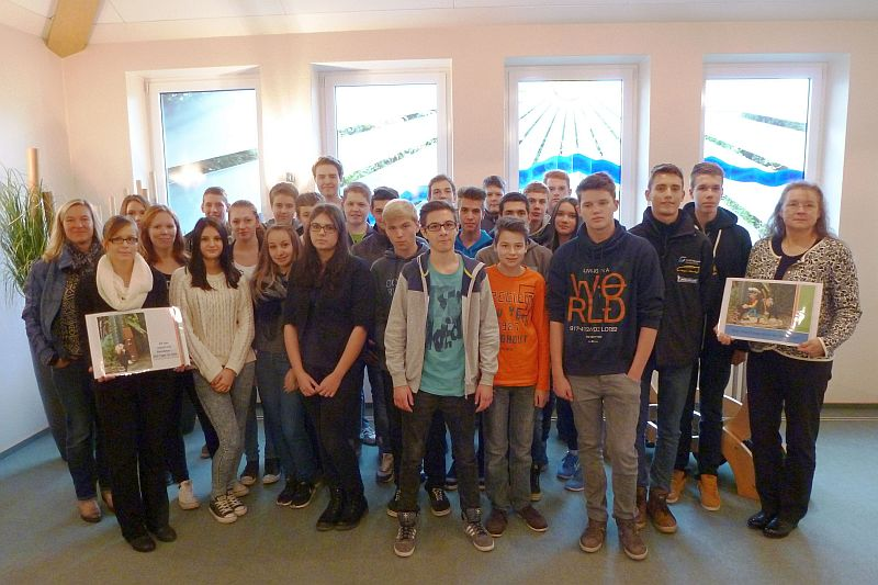 Schüler der 10. Klassen der Realschule Oberaden besuchten das Bestattungshaus Schäfer.