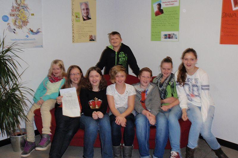 Die Teilnehmer am Poetry Slam.