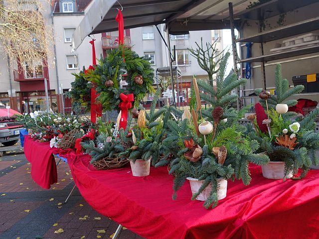Neben wenigen Schaufensterdekorationen erinnern auf dem Nordberg nur Marktstände daran, dass jetzt die Adventszeit beginnt.