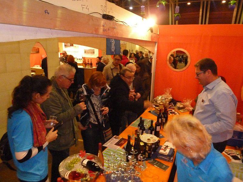 Reger Andrang herrschte am Bergkamener Stand beim Weinmarkt in Gennevilliers.