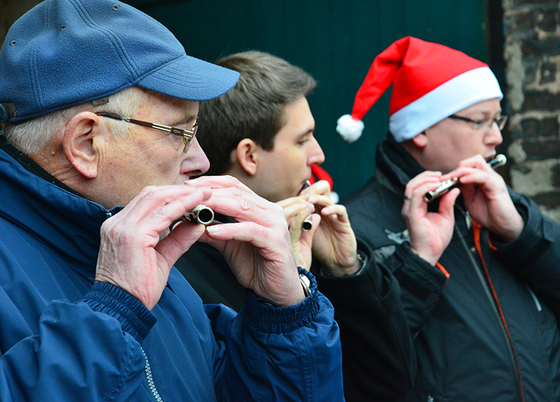 Nicht nur Flötentöne gab es auf dem Heiler Weihnachtsmarkt zu hören.