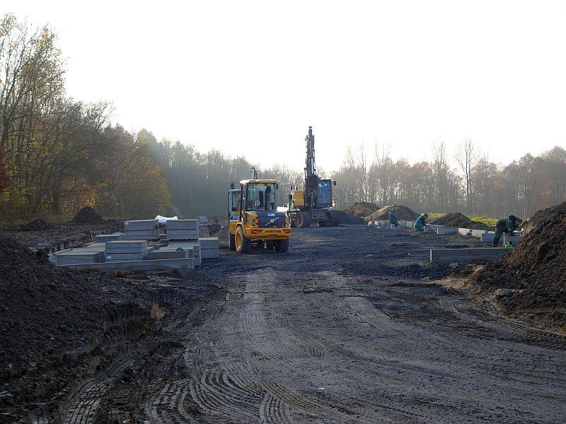 Am Westeingang der Bergehalde Großes Holz an der Waldstraße wird zurzeit ein neue Parkplatz gebaut.