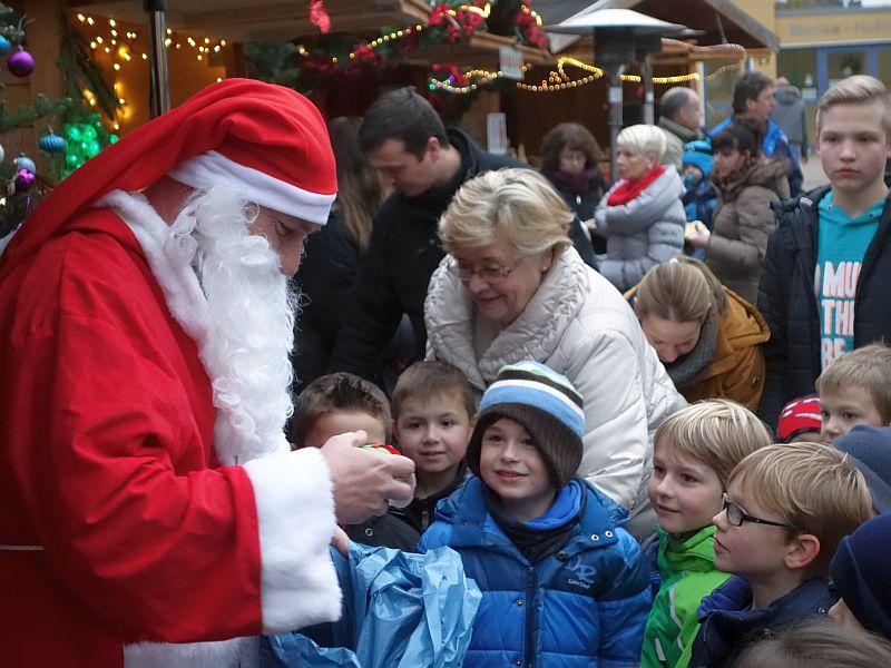 Natürlich waren die Rünther Kinder brav gewesen. Deshalb gab es vom Nikolaus nur Geschenke.