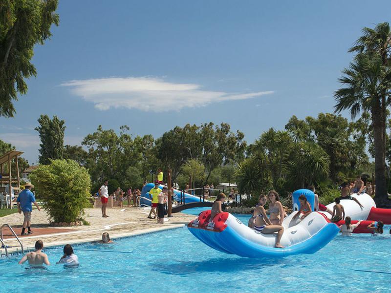 Der Campingplatz an der Costa Brava hat natürlich auch einen schönen Pool zu bieten.