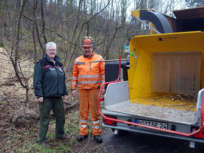 Christiane Günther mit einem Mitarbeiter der Firma Enbergs aus Kirchhellen.