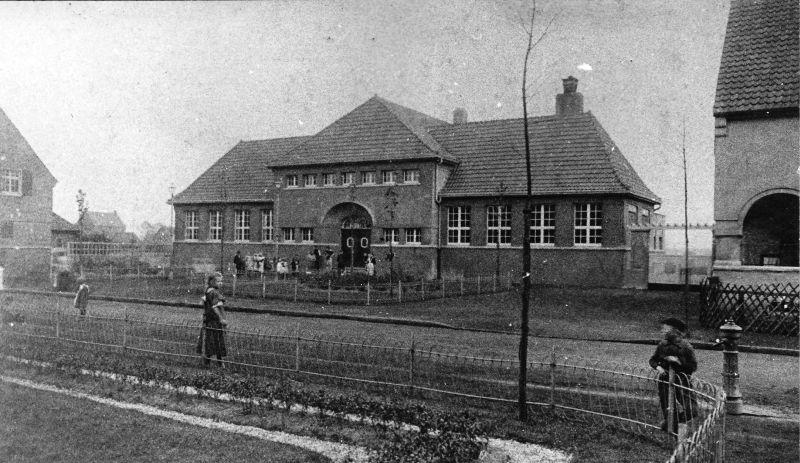 Historisches Foto vom Wohlfahrtsgeäude in der Siedlung Schönhausen.