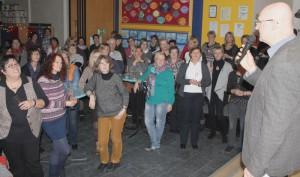 In der Schillerschule feierten die Mitarbeitenden der OGS ihren Neujahrsempfang. Geschäftsführer Detlef Maidorn blickte dabei auch zurück auf die letzten 10 Jahre Offener Ganztag im Kirchenkreis.