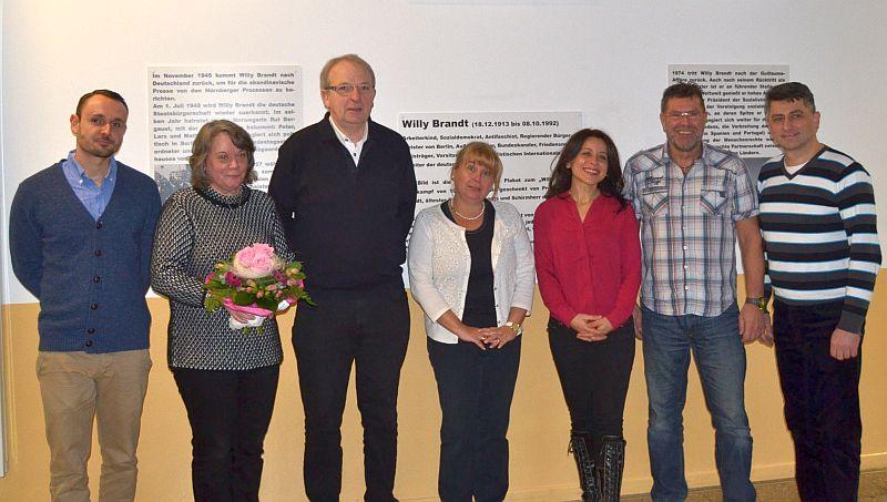 Schulleiterin I. Detampel (M.) mit D. Becker, B. Fischer, R. Middendorf, S. Yavuzaslan, P. Müller und A. Arslan (v. l. n. r.)
