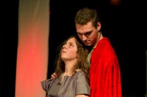 Große Emotionen auf der Bühne: Antigone und Haimon.