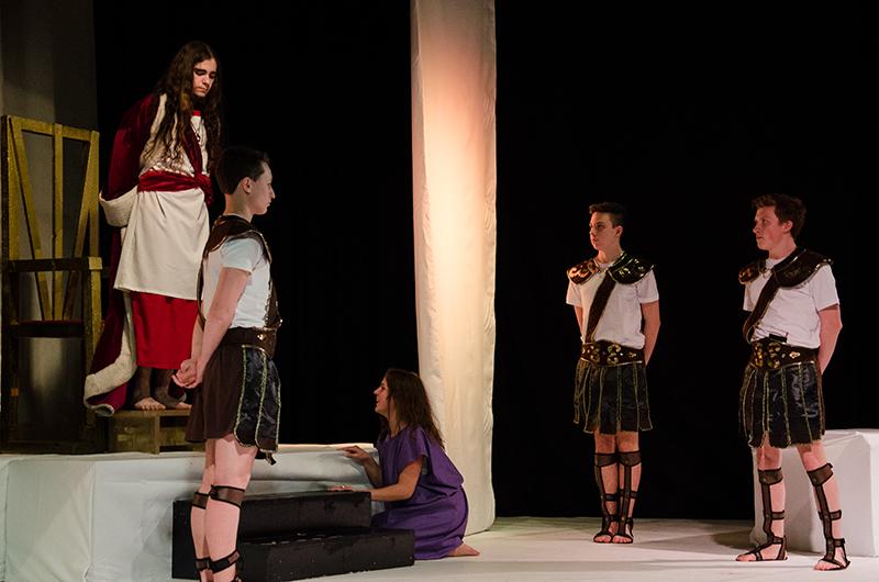 Dramatische Geschehnisse auf der Bühne wie im Leben: Überzeugung trifft auf Willkür.