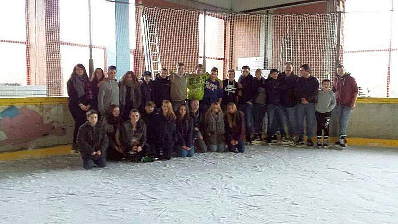 GHruppenbild in der Bergkamener Eissporthalle.