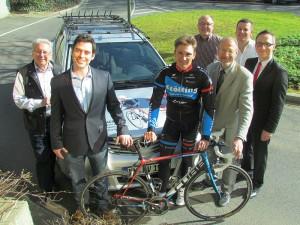 Im vergangenen Jahr warb Lucas Liß noch mit Bürgermeister Roland Schäfer und Sponsoren für das Bergkamener Radsportfestival. Das ist jetzt dem Rotstift zum Opfer gefallen.