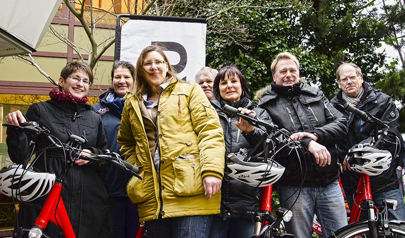Mit E-Bikes und gut eingepackt gegen Wind und Wetter wurde am Samstag die Rad- und Entdeckersaison eröffnet.