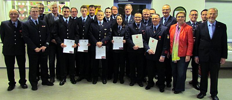 In der Jahresdienstbesprechung der Löschgruppe Rünthe wurden zahlreichen Beförderungen ausgesprochen.
