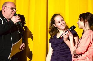 Wie die Profis moderiert das Theam vom Jugendfreizeitzentrum Kamen, das schon zum dritten Mal den Rahmen des Festivals gestaltet.