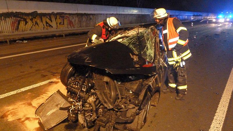 Es ist kaum zu glauben, dass der Fahrer dieses Pkw nur leicht verletzt wurde. Er muss mehrere Schutzengel gehabt haben.