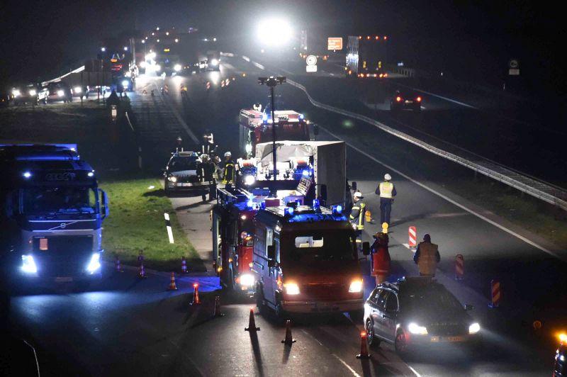 Die A1 ist in Fahrtrichtung Köln gesperrt. Die Unfallstelle befindet sich zwischen der Zu- und Abfahrt Hamm/Bergkamen. Fotos Ulrich Bonke